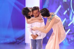 Cậu bé hát đám cưới gây nghẹn ngào ở Vietnam Idol Kids