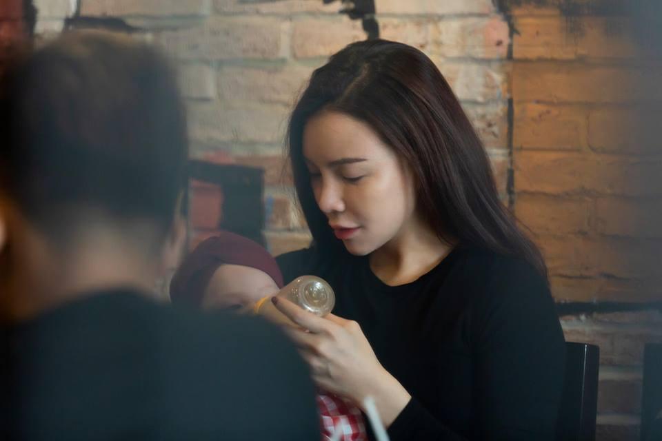 Trà Ngọc Hằng hiện đang làm mẹ đơn. Con gái của cô hiện4 tháng tuổi.