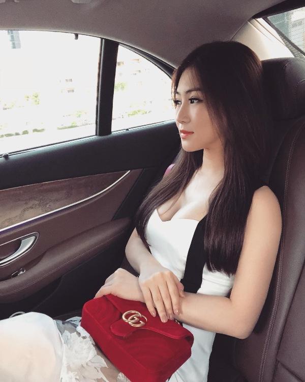 Hương Tràm cũng đã nhờ trang cá nhân của quản lý của mình để viết thông báo cho tất cả bạn bè và fan hâm mộ của Hương Tràm biết để an tâm và không lo lắng.