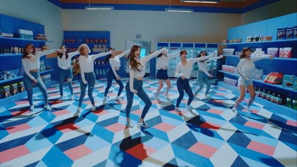 TWICE tung teaser MV mới, 'Bài hát của năm' tiếp theo? 1