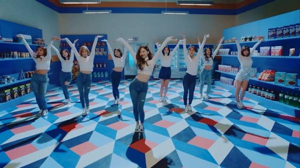 TWICE tung teaser MV mới, 'Bài hát của năm' tiếp theo? 2