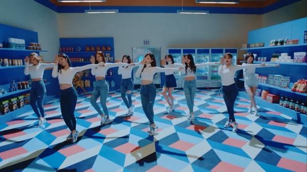 TWICE tung teaser MV mới, 'Bài hát của năm' tiếp theo? 3